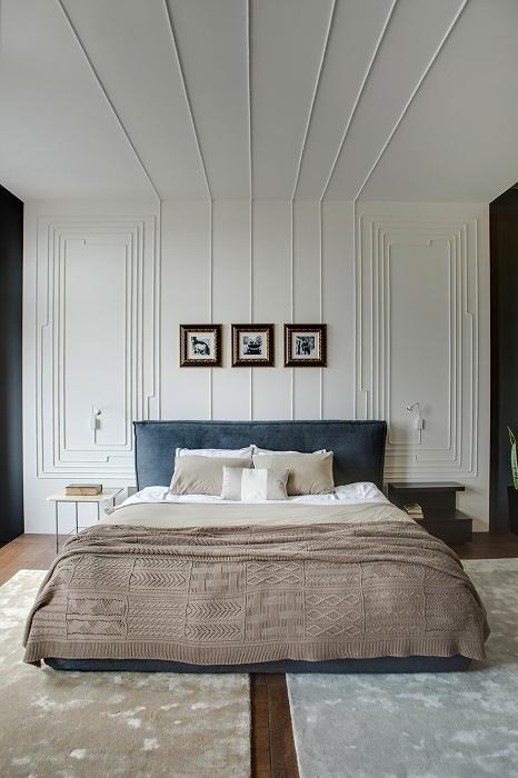 Интересное оформление стены в спальной, что подарит дополнительный уют и комфорт.