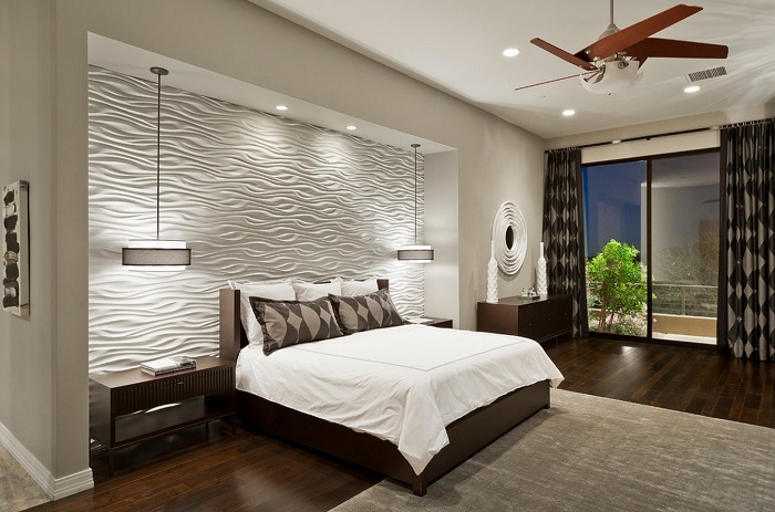 Лучшее практичное решение создать светлый интерьер и необычно декорировать стену.
