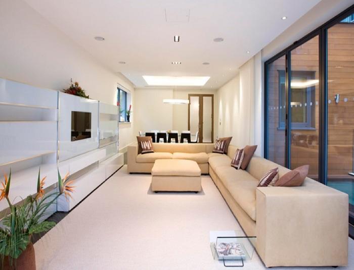 Красивый интерьер гостиной в нежно—бежевых тонах, что точно понравится.