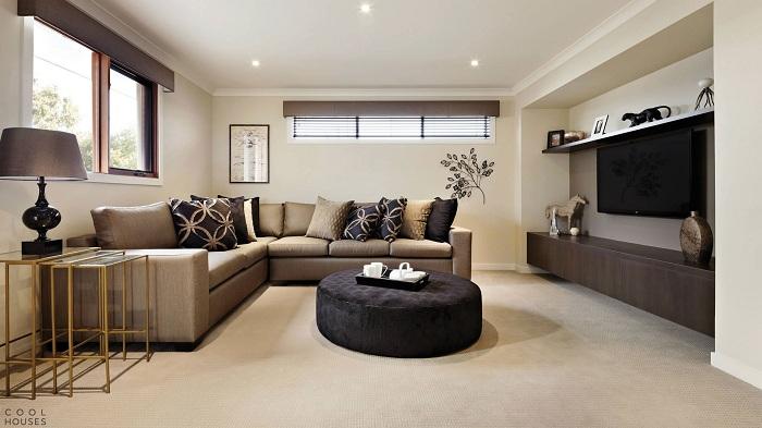 Красивий інтер'єр вітальні створений за допомогою ніжних бежево-вершкових тонах, що вразить.