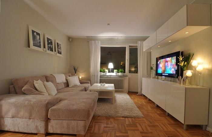 Зручне місце перед телевізором - кращий варіант для відпочинку.