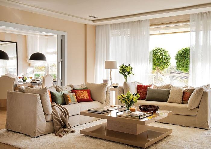 Интересный пример декора гостиной угловым диваном, что создаст оптимальный дизайн комнаты.