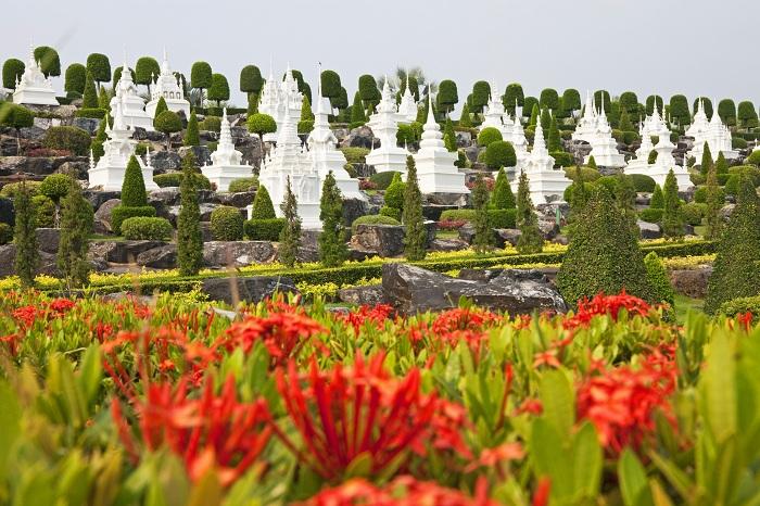 Сочетание французкого сада и европейского ренессанса, этот ботанический парк тематический парк 17-го века.