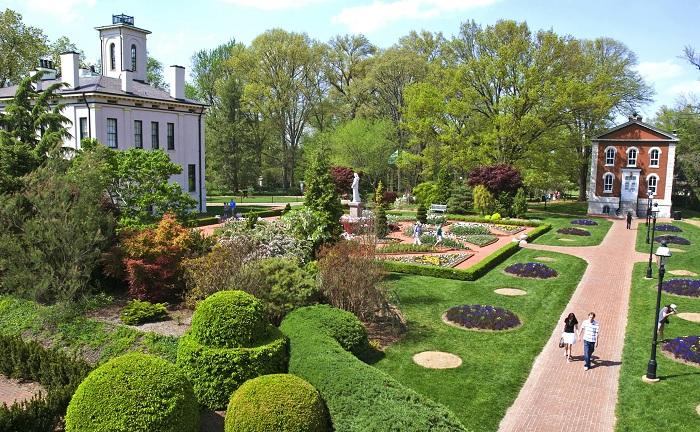 Национальный исторический памятник был основан в 1859 году и является крупнейшим в стране и старейшим из действующих ботанических садов.