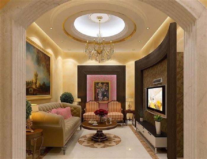 Преображение интерьера гостиной при помощи богатой мебели и интересного телевизора.