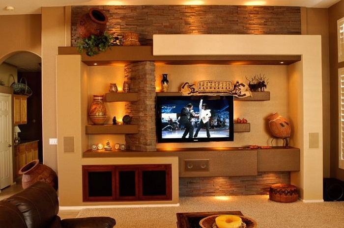 Теплая атмосфера в комнате создана благодаря оформлению ее в бежевых и коричневых тонах.