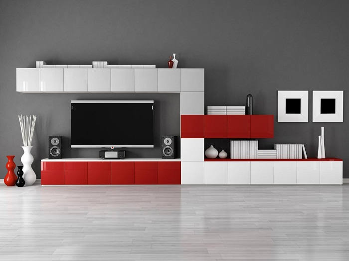 Интересное решение преобразить интерьер при помощи современных ярких цветов и добавить телевизор для удобства.