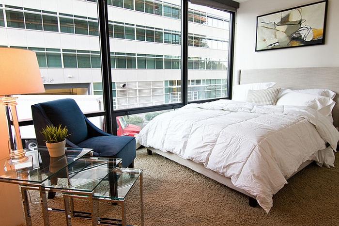 Современная легкость со своими причудами и изюминками, то что будет прекрасно смотреться в интерьере любой спальной.