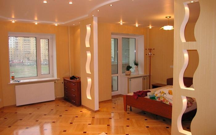 Хороший вариант создать отличные и оригинальные перегородки между гостиной и спальной.