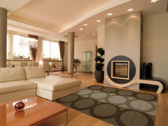 Один из самых лучших вариантов оформления гостиной при помощи создания пространства за счет гипсокартонных стен.