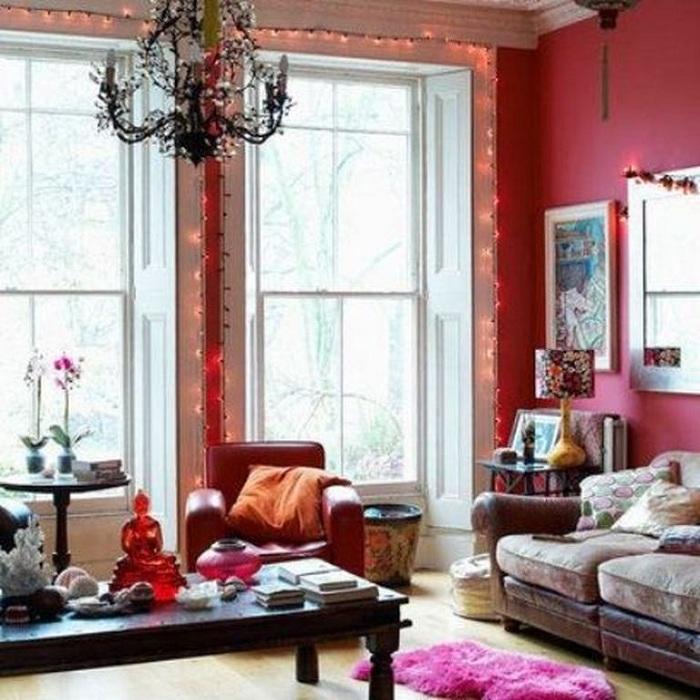 Яркие стены комнаты явно преобразят комнату и создадут необычную обстановку.