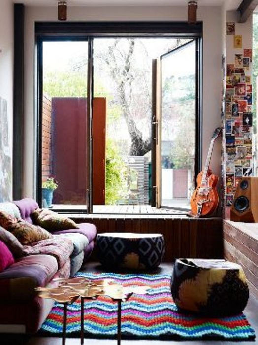 Интересный прекрасный ковер - преобразит и украсит любую комнату.