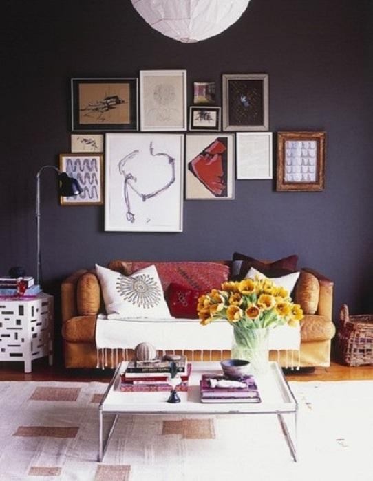 Гостиная комната оформлена в сине-белом цвете - подарить только положительные моменты и эмоции.