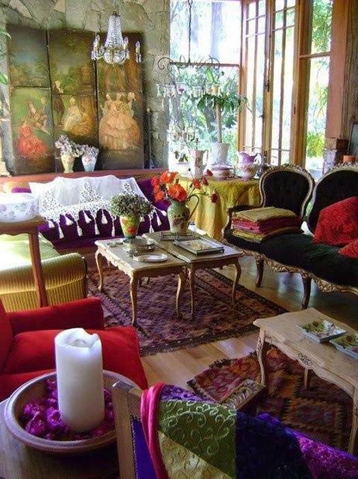 Яркие цвета в оформлении интерьера - просто невероятный вариант оформления комнаты.