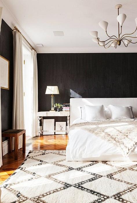 Оформления спальни в черно-белых тонах - классика жанра.