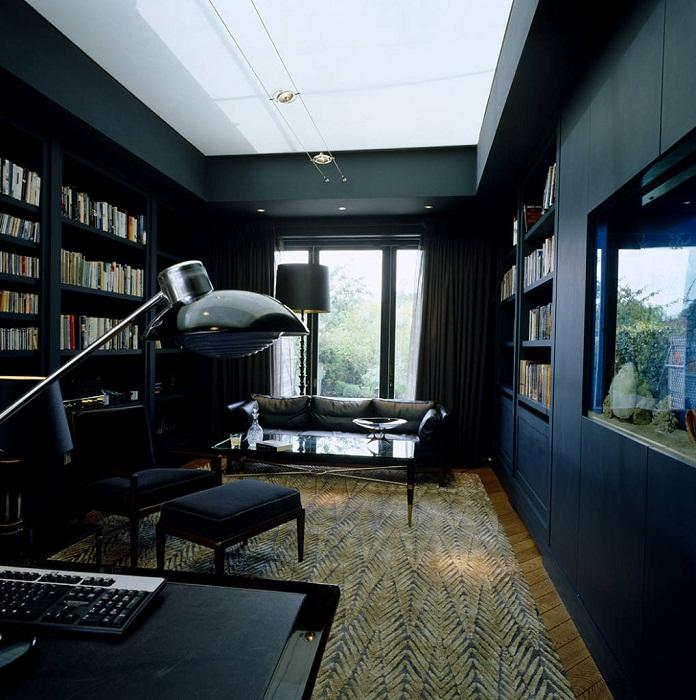 Использование ярких акцентов стен позволит создать необычный интерьер в черных оттенках.
