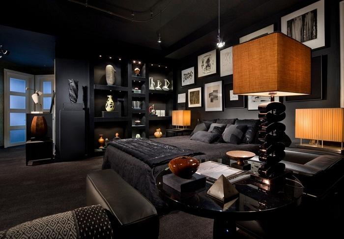 Темные оттенки в интерьере спальни добавляют тонкого очарования.
