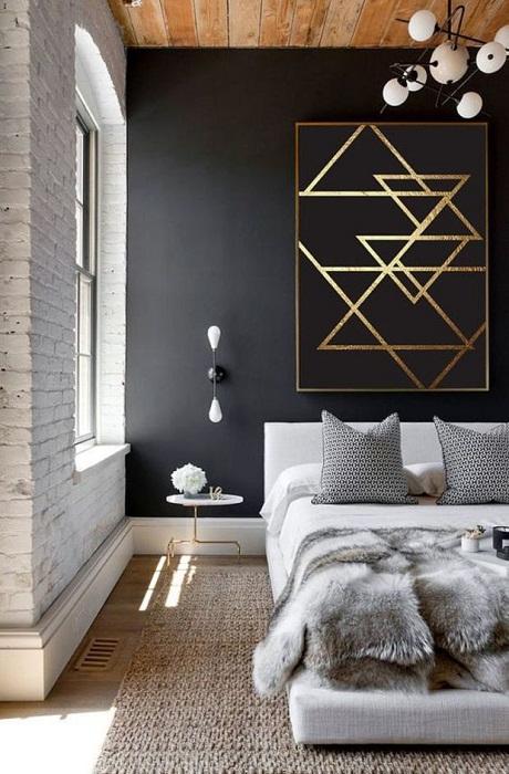 Интересное решение оформить спальню с помощью декора стены в черном цвете.
