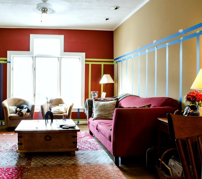 Яркое пятно на фоне большого французского окна придаст гостиной или детской светлый, яркий вид.