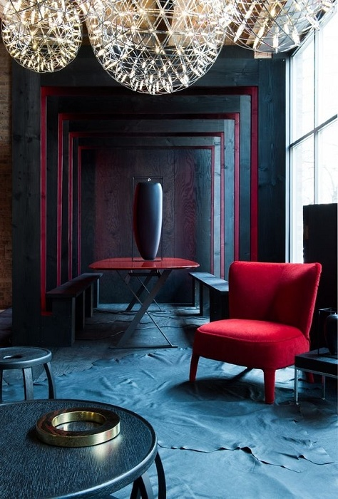 Необыкновенный футуристический стиль - сочетание оттенков синего и бордо.