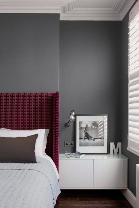 Небольшой элемент декорирования позволит не только украсить интерьер, но и создаст в классической спальне особое настроение.