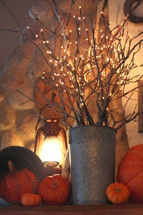 Красивый и оригинальный осенний декор с отличным фрагментом в виде оцинкованного ведра.
