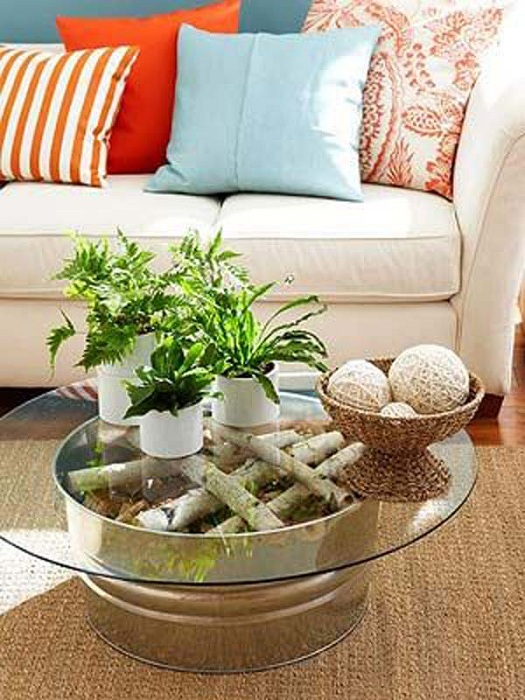 Возможно создать такой простой и симпатичный столик просто из обычного ненужного старого оцинкованного ведра.
