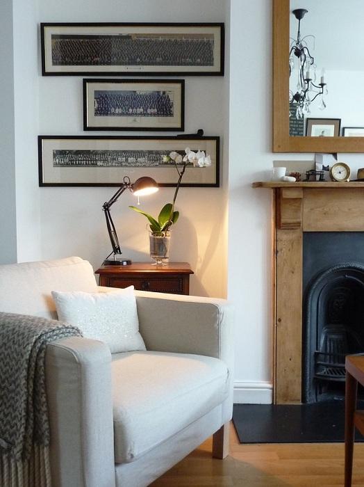 Удобная комната для чтения с приятной и уютной атмосферой.