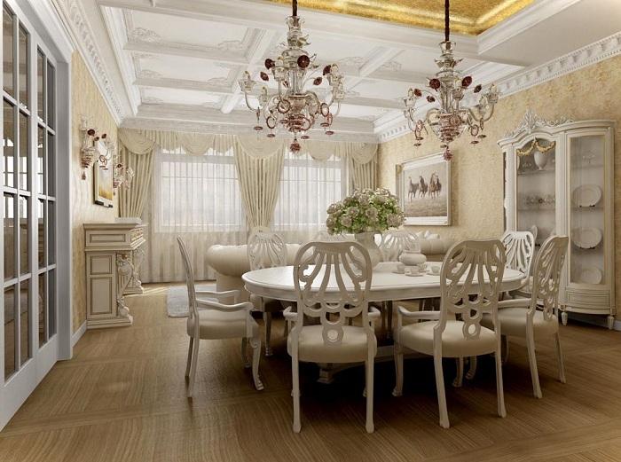 Светлая комната дополнена цветом слоновой кости и шикарными двумя люстрами, что позволяет ей выглядеть более потрясающе.