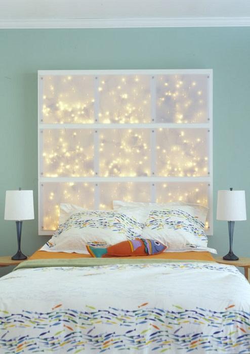 Интересный вариант декорировать спальню с помощью оригинального оформления изголовья кровати.