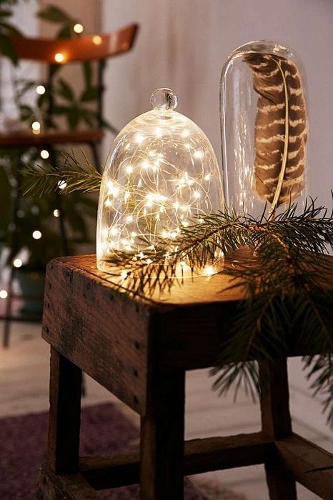 Лучшее решение декорировать обстановку с помощью необычных предметов, что создадут новогоднее настроение.