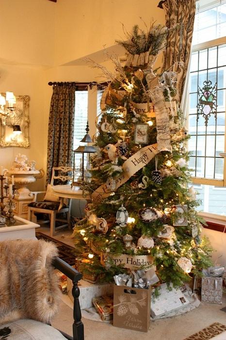 Елочка оформленная в скандинавском стиле станет элегантным украшением в доме.