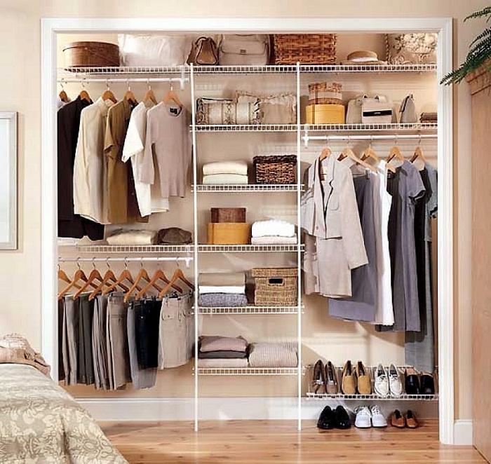 Маленькая и удобная комната для комфортного хранения вещей поможет сохранить место в квартире и создать прекрасную обстановку.