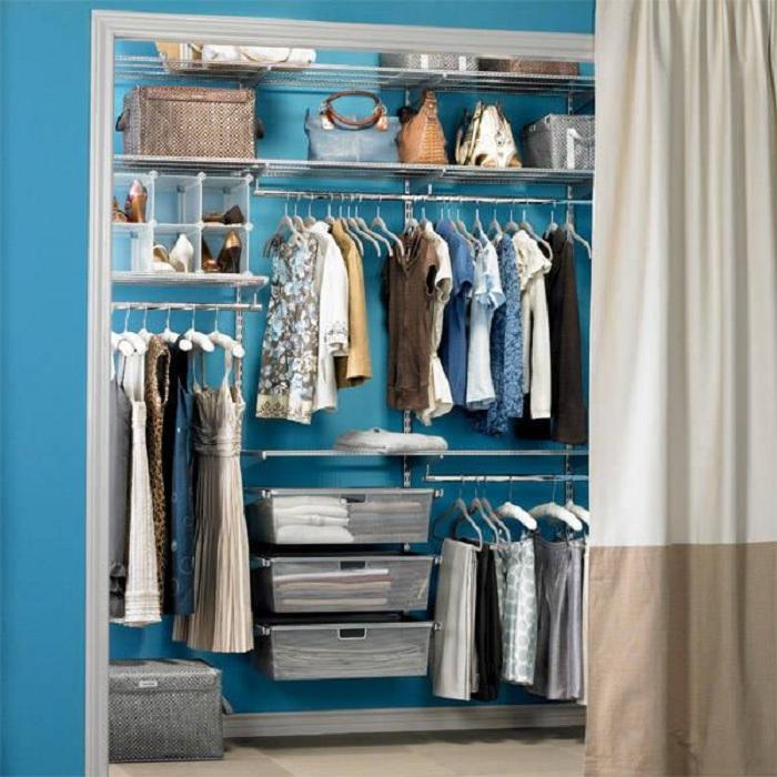 Интересная обстановка гардеробной для хранения вещей и создания оптимально практичной обстановки.