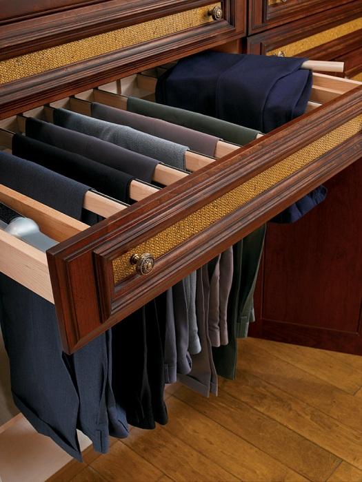 Шикарные вешалки для хранения вещей таким образом, чтобы они не мялись, улучшат жизнь и сделают её комфортнее.