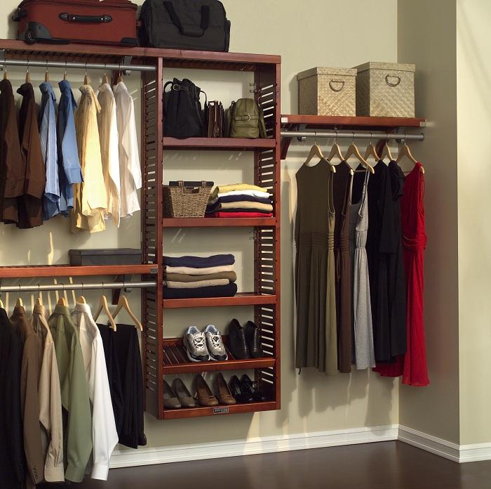 Удобные настенные полки гардеробной для оптимальной обстановки и жизни.
