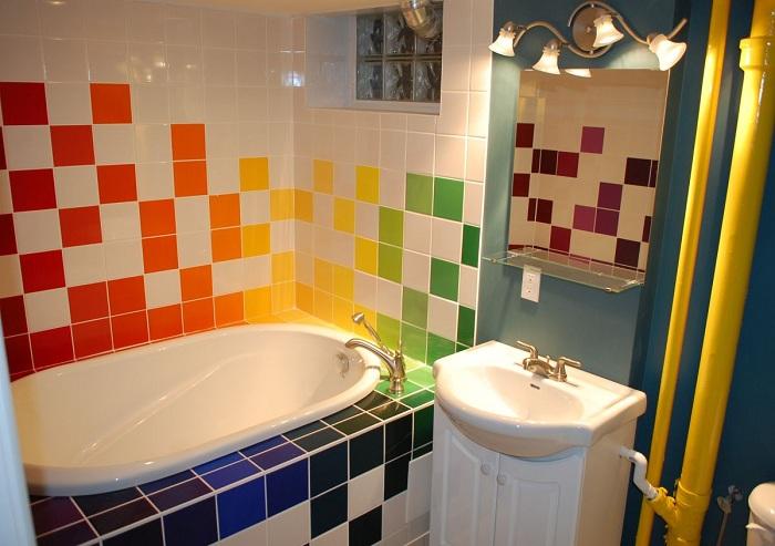Цветная интересная мозаика станет ярким дополнением к интерьеру любого дома.