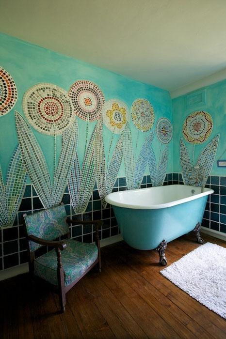 Отличное решение для оформление ванной комнаты - размещение поляны из цветов на стене.