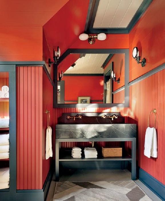 Интересный и яркий алый цвет в оформлении ванной, то что порадует глаз неоднократно.