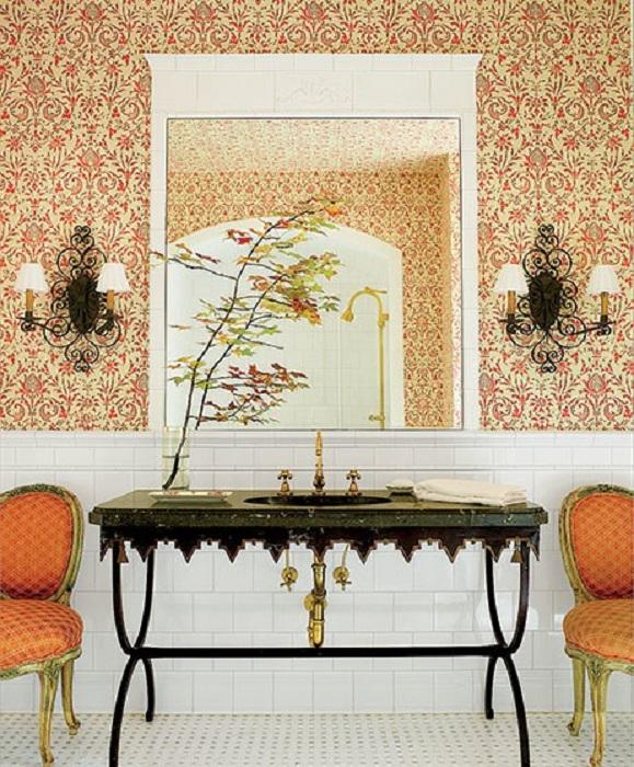 Яркие орнаменты в оформлении ванной комнаты создадут прекрасную обстановку в такой комнате.