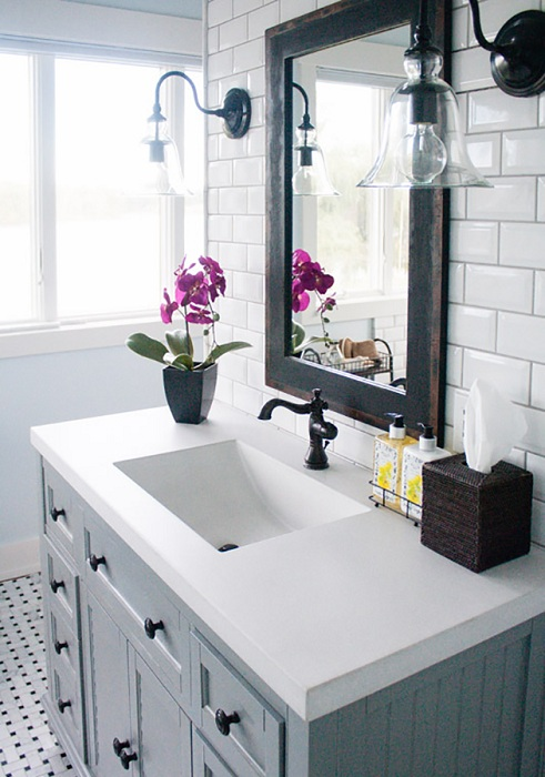 Прекрасный черно-белый интерьер ванной комнаты, что станет просто оптимальным решением в оформлении пространства.