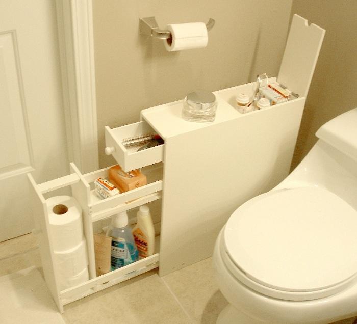 Симпатичное решение создать отличный интерьер в ванной комнате при помощи использование белых тонов, что освежат любой интерьер.