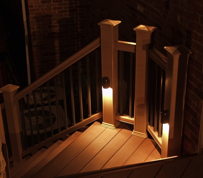 Хороший вариант создания прекрасной обстановки при помощи отменного декорирования ступеней.