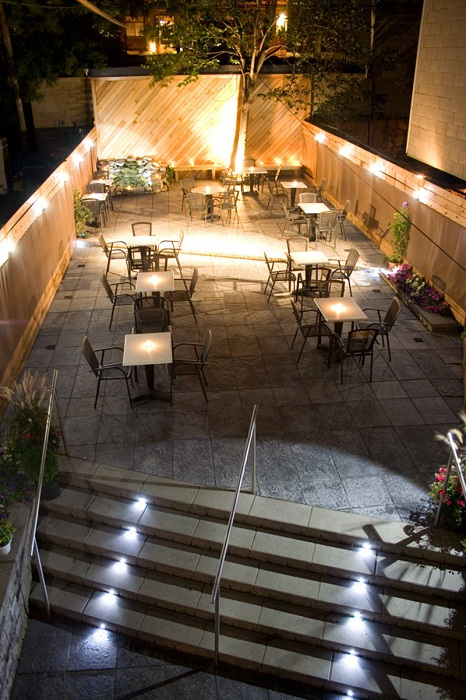 Крутое решение для декорирования двора, что станет просто особенным вариантом для преображения экстерьера.