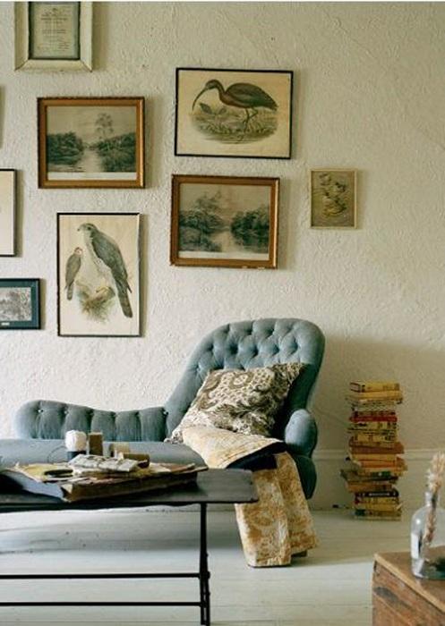 Удачный вариант оформления кресла для обустройства места для чтения любимой книги.