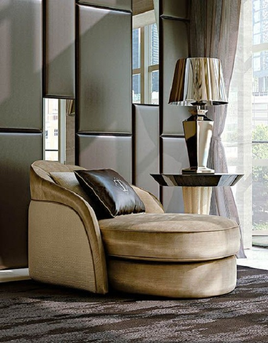 Стильный интерьер облагорожен благодаря нестандартному современному креслу.