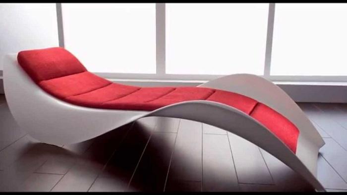 Отличное современное кресло-шезлонг, идеальное решение для отдыха после рабочего дня.