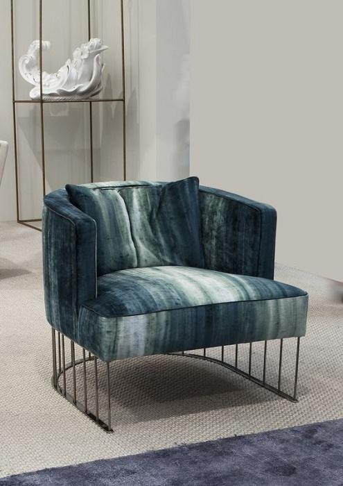 Кресло цвета морской волны, создаст легкую и непринужденную обстановку в гостиной.