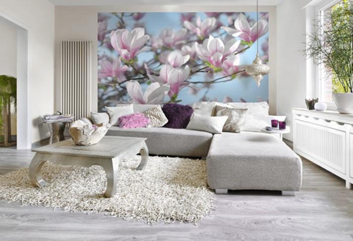 Цветочные принты привносят в интерьер гостиной свежесть.