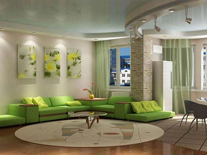 Тёплые цвета в интерьере и оригинальная планировка делают гостиную весьма привлекательной.